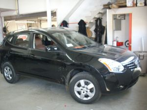 Nissan Rogue - Cuir 1 ton Mahogany piping blanc